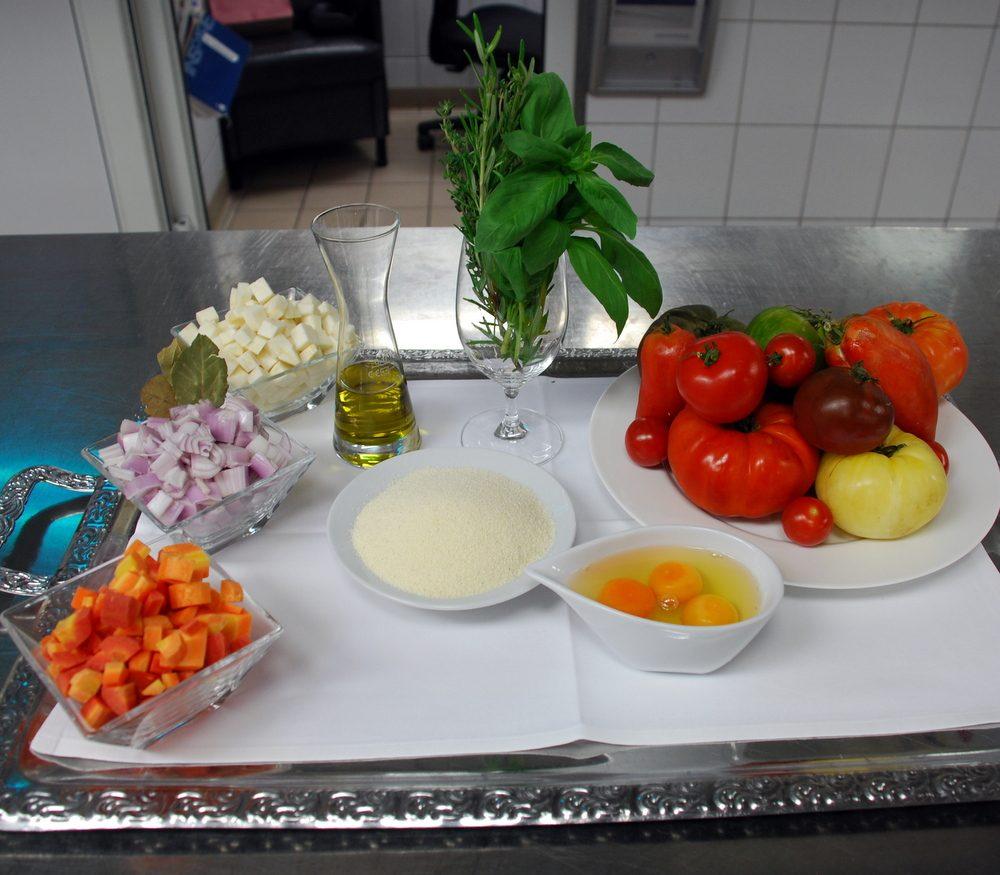 Zutaten für die Tomaten-Consommé & Equipment
