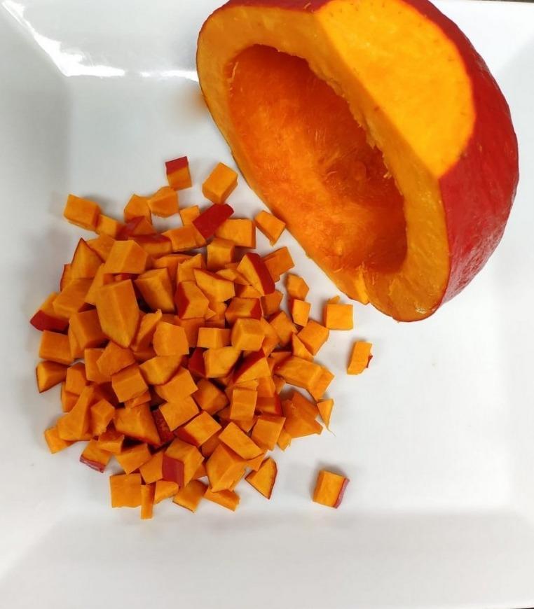 Gemüse schneiden und würfeln